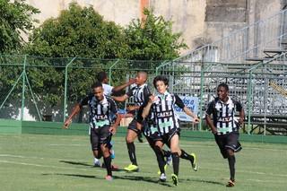 Jogadores do Figueirense comemoram gol, na partida contra o Atlético-MG (Foto: Prefeitura de Votorantim / Divulgação)