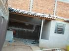 Parede de galpão cai e lavanderia de casa vizinha fica destruída em Marília