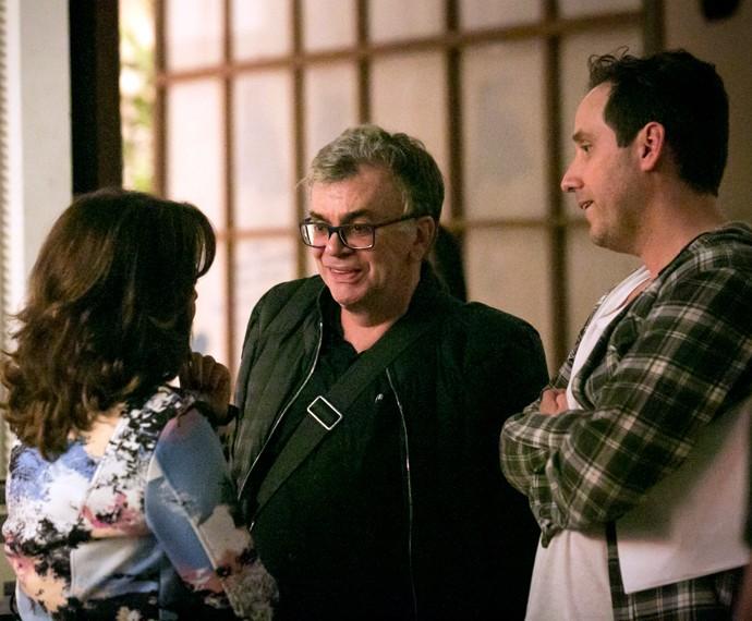Walcyr Carrasco conversa com a atriz Marieta Severo e o diretor Allan Fiterman (Foto: Isabella Pinheiro/Gshow)