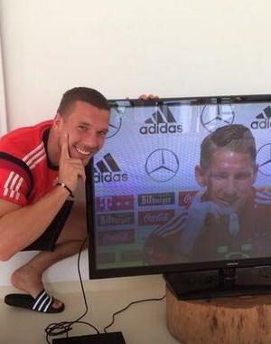 Podolski coletiva Schweinsteiger Alemanha (Foto: Reprodução)