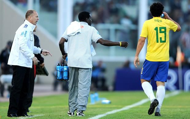 Mano Menezes apresentado como técnico da Seleção (Foto: AFP)