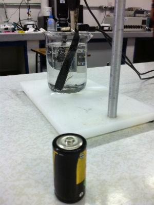 Óxido de grafeno pode ser utilizado em equipamentos eletrônicos, vidros e pneus (Foto: Vanessa Rumor/RPC TV)
