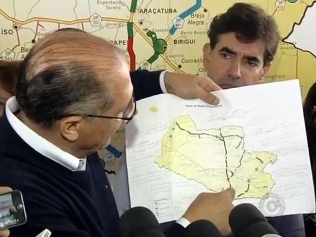 Na região de Araçatuba, Alckmin anunciou obra e inaugurou escolas (Foto: Reprodução/TV TEM)