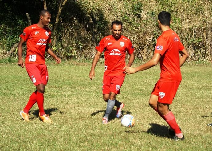 Durante apresentação Adriano Camilo (ao centro) disse que está feliz com a vinda para Ipatinga (Foto: Renato Gonçalves / Assessoria Novo Esporte)