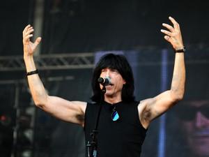 No repertório eletrizante, basicamente músicas dos Ramones (Foto: Alexandre Durão/G1)