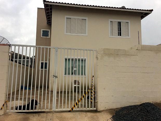Casa onde morava a comissária de bordo Michelle Martins, encontrada morta (Foto: Cristina Maia/EPTV)