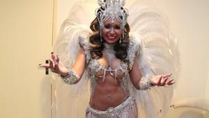 Raíssa, rainha de bateria da Beija-Flor, em gravação de clipe de carnaval no Rio (Foto: Isac Luz/ EGO)