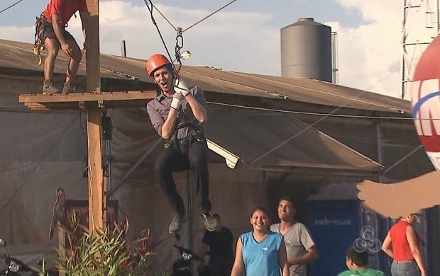 Repórter Leandro Manhães encarou aventura junto com os alunos da Apae (Foto: Acre TV)