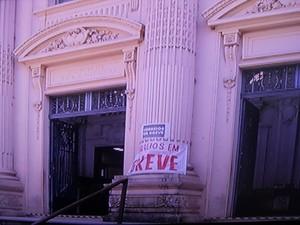Nas agências em Petrópolis o atendimento acontece normalmente (Foto: Reprodução/Inter TV/Rogério de Paula)