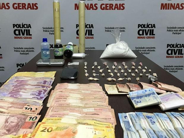 Materiais apreendidos tráfico em Ubá (Foto: Polícia Civil/Divulgação)