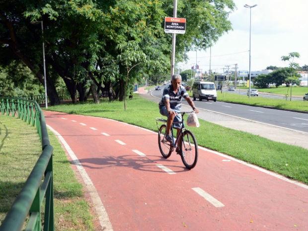 Valdemar Ferreira da Silva estava preocupado em passar pela ciclovia antes do videomonitoramento (Foto: Emerson Ferraz)