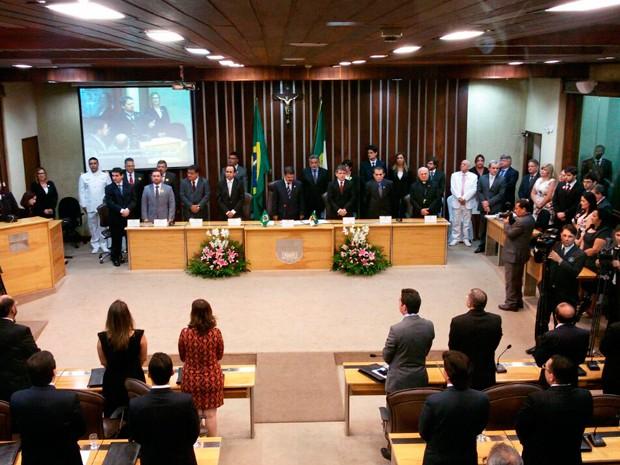 Os 24 deputados estaduais tomaram posse na tarde deste domingo (1) (Foto: Heloisa Guimarães/Inter TV Cabugi)