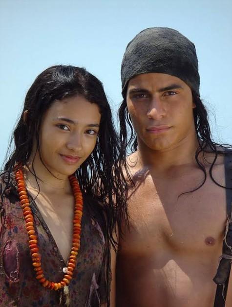 Carolina Oliveira e Thiago Martins no filme 'Encantados' (Foto: Divulgação)