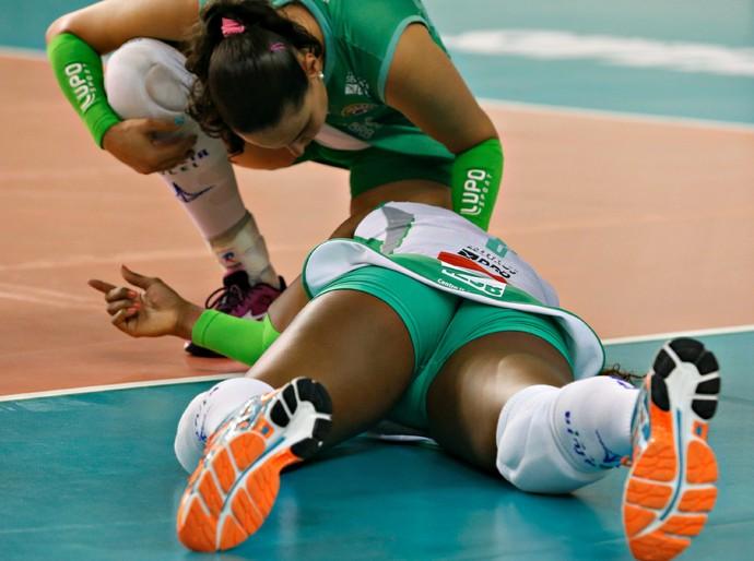 Roberta sofre uma entorse no tornozelo (Foto: Ayrton Vignola / Fiesp)