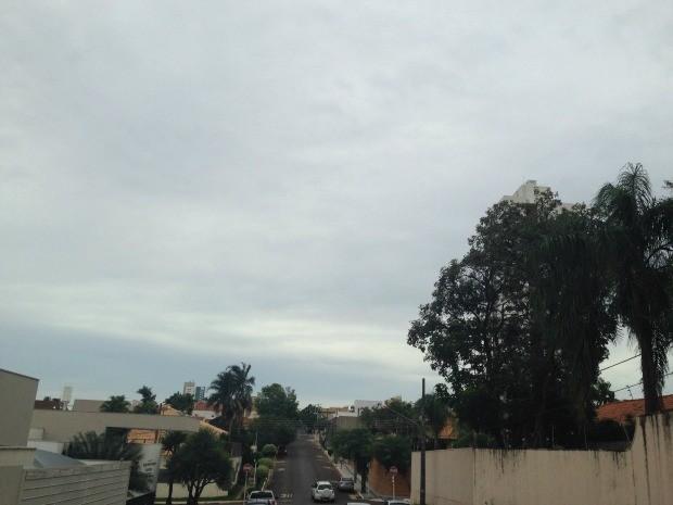 Céu de Campo Grande na tarde desta sexta-feira (9) (Foto: Adriel Mattos/G1 MS)