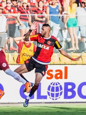 Paulinho, atacante do Flamengo (Foto: Jana Aguiar)