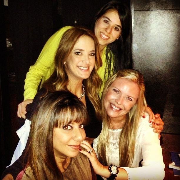 Ticiane Pinheiro com as amigas (Foto: Reprodução/Instagram)