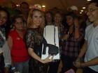 Joelma comemora aniversário e ganha bolo de fãs: 'Presente de Deus'