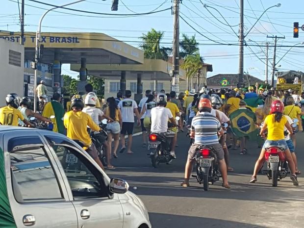 Protesto contra a Dilma em São Mateus (Foto: Serli Santos/ TV Gazeta)