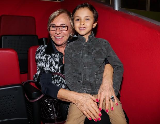 Eva, mãe de Eliana, e Arthur, filho da apresentadora (Foto: Manuela Scarpa/Brazil News)