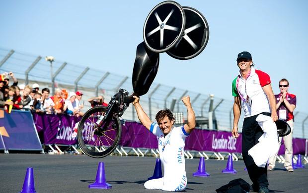 Alessandro Zanardi comemoração Paralimpíadas (Foto: AFP)