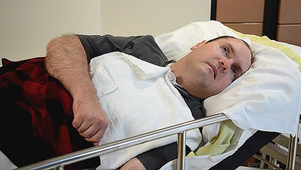 O canadense Scott Routley, de 39 anos, que se comunicou com cientistas por meio de atividade cerebral monitorada em exame de ressonância magnética (Foto: BBC)