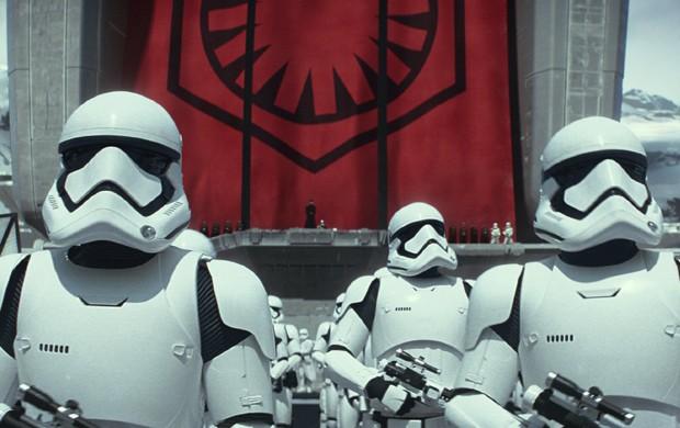 Stormstroopers retornam em novo 'Star Wars: Episódio VII' com novo uniforme (Foto: Divulgação)