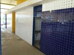 Crime aconteceu em um dos banheiros do ginásio poliesportivo de Pajeú (Foto: Ellyo Teixeira/G1)