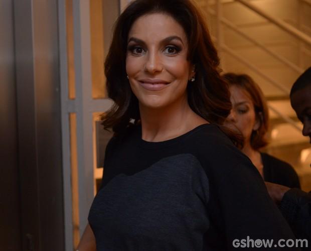Ivete Sangalo posa para foto nos bastidores do Domingão (Foto: Raphael Dias / TV Globo)