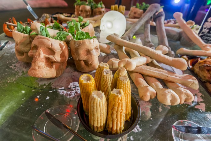 """Crânios viram pratos e trazem a """"Balada de Folhas"""" (Foto: Artur Meninea/Gshow)"""