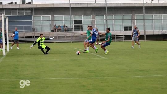 Renato indica Michel no meio e conta com volta de Pedro Rocha em treino