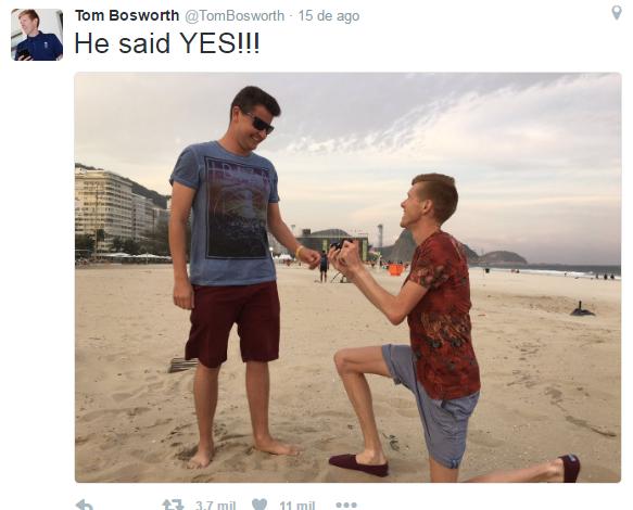 Pedido de casamento na praia (Foto: Reprodução/Twitter)