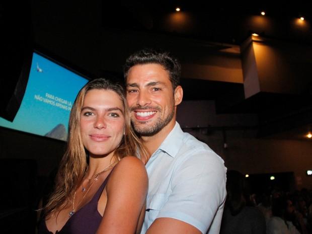 Cauã Reymond e a namorada, Mariana Goldfarb, em show no Rio (Foto: Onofre Veras/ Brazil News)