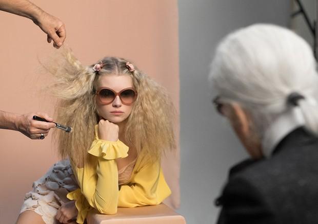 Lottie Moss na campanha de verão 2017 da Chanel Eyewear (Foto: Divulgação)