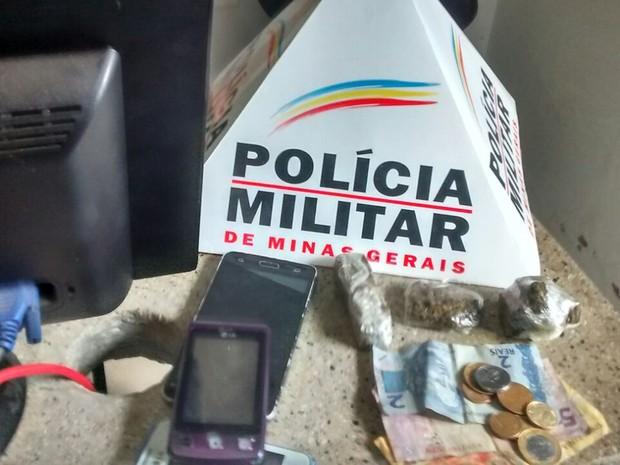 Droga encontrada foi apreendida pela PM (Foto: Polícia Militar/Divulgação)