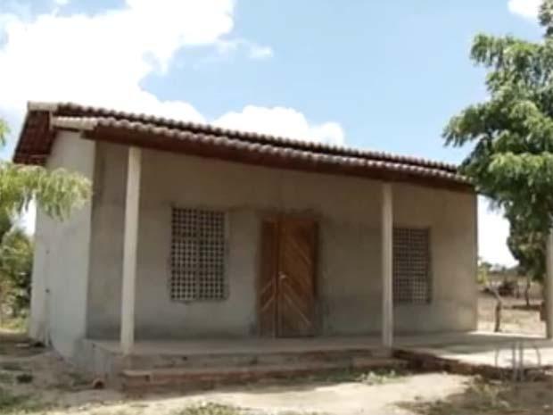 Unidade de saúde funcionava em casa em construção; água estava contaminada (Foto: Reprodução/Inter TV Cabugi)