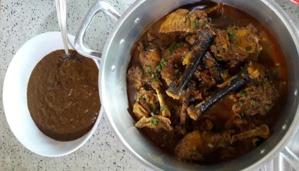 Quadro 'Receita' traz o passo a passo de uma galinha caipira com pirão de parida (Foto: Rede Clube)