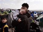 Fotógrafos registram drama de bebês de refugiados e imigrantes na Europa