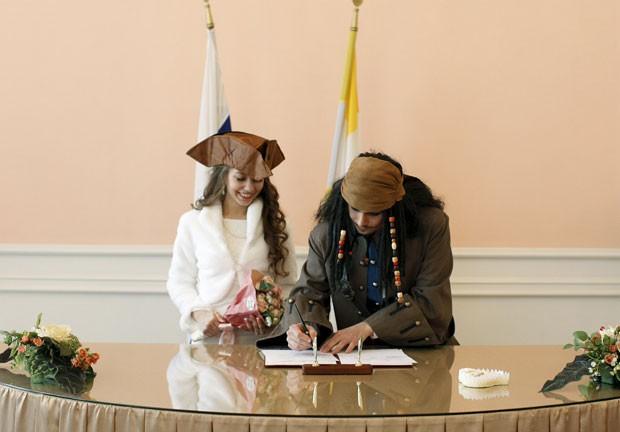 Casamento foi realizado na cidade de Stavropol, na Rússia (Foto: Eduard Korniyenko/Reuters)