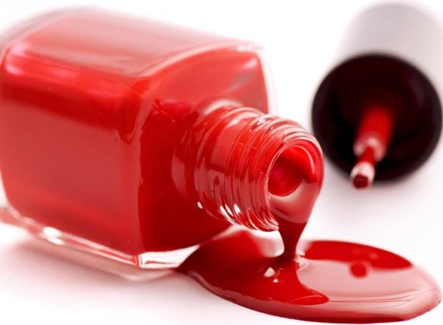 """Esmaltes vermelhos podem ser usados para marcar com um """"X"""" os produtos tóxicos, ou medicamentos, da sua despensa (Foto: Thinkstock)"""