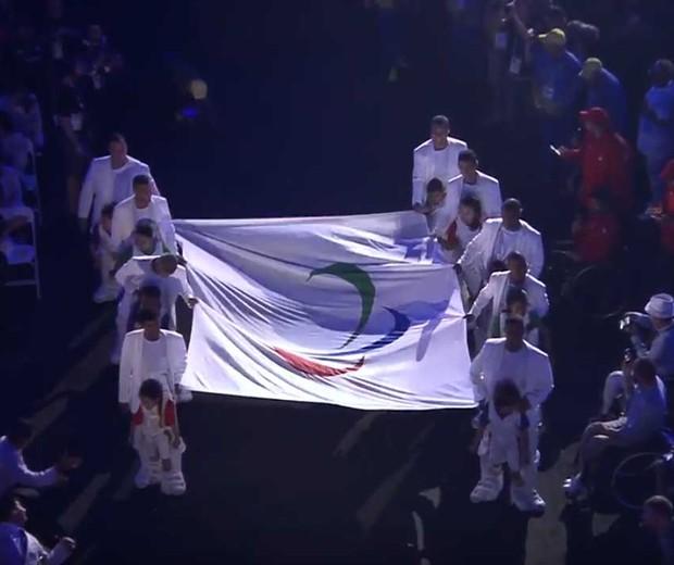 A entrada da bandeira nos Jogos Paralímpicos  (Foto: Youtube )