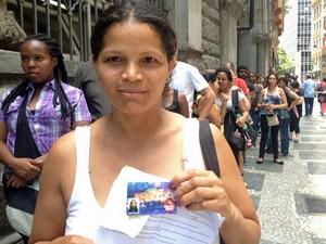 Empregada doméstica tenta resolver problema em Bilhete Único da filha (Foto: Paulo Toledo Piza/G1)