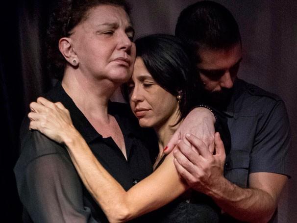 Eliana Guttman, Jerusa Franco e Gustavo Haddad sentem o drama da repressão política (Foto: Divulgação)