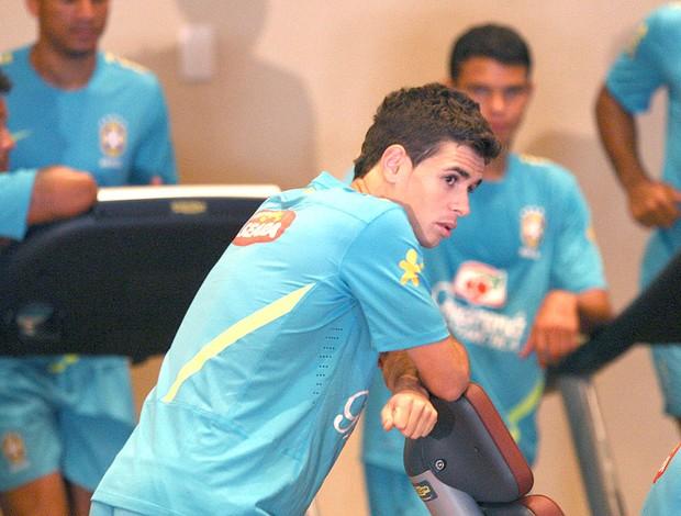 Oscar no treino da Seleção Brasileira (Foto: Mowa Press)