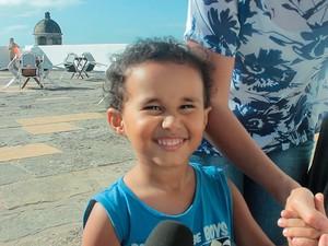 Benjamin Pita Andrade visitou o Farol da Barra com a mãe. Bahia (Foto: Valma Silva / G1)