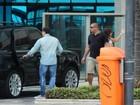 Ronaldo e Paula Morais saem acompanhados por segurança