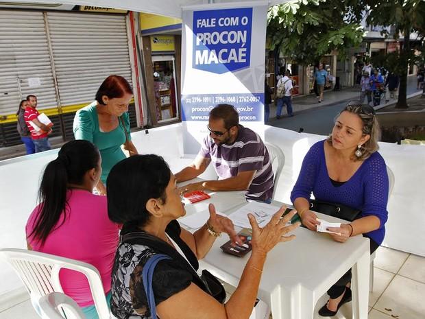 Procon está realizando atendimentos no centro de Macaé (Foto: João Barreto / Divulgação)