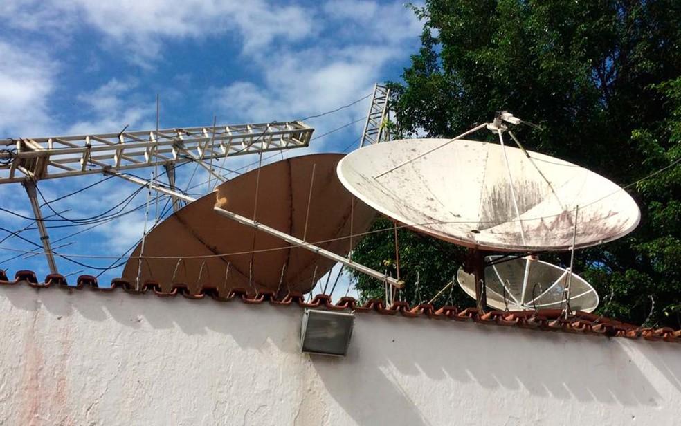 Com queda, telhado de casa ficou danificado no sul da Bahia (Foto: Prado Online)