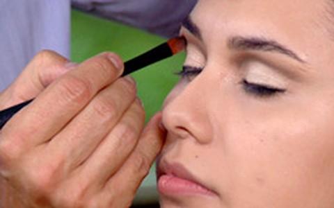 Torquatto ensina maquiagem para quem tem cílios bem clarinhos
