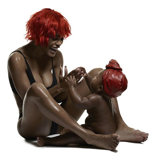 Teyana Taylor e a filha,  Iman (Foto: Reprodução/Paper Magazine)